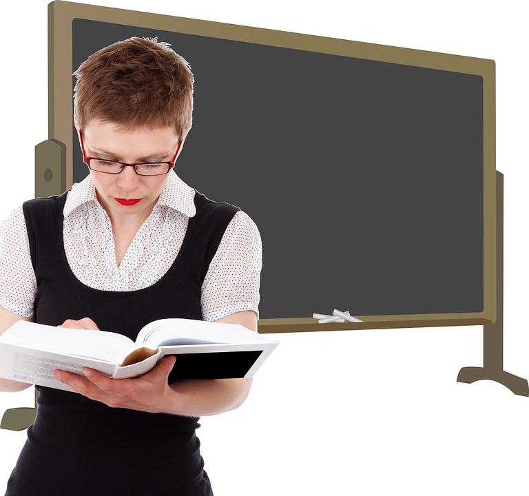 本を読む先生、黒板