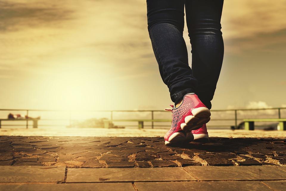 足、靴、歩く