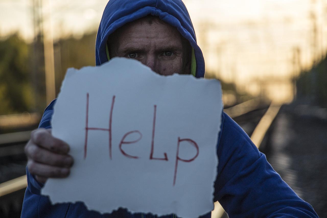 助けを求める男性