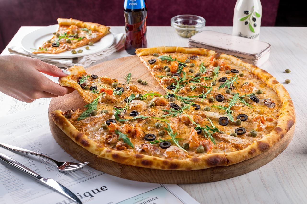 ピザ、食事